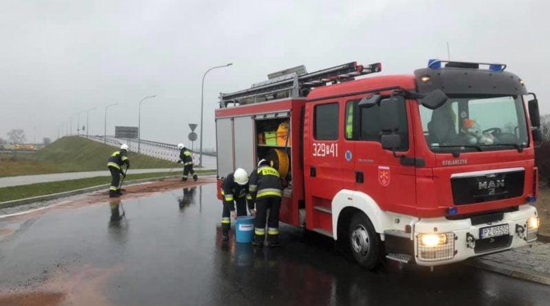 wezel kleszczewo 2 fot. osp kleszczewo 800x445 - Poznań: Plama oleju zneutralizowana