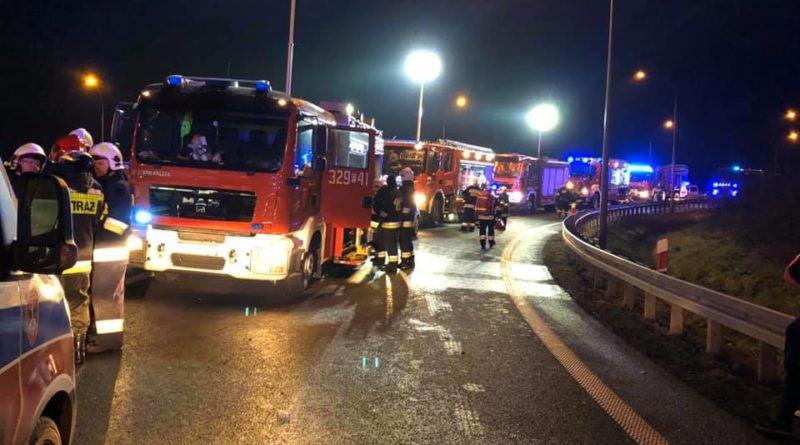 wypadek fot. osp kleszczewo 2 800x445 - Poznań: Nocny pożar w okolicach zakładów chemicznych