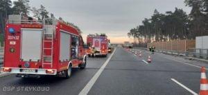 wypadek na s5 fot. osp strykowo 1 300x138 - Pierwsza śmiertelna ofiara na trasie S5. Szczegóły wypadku ustala policja