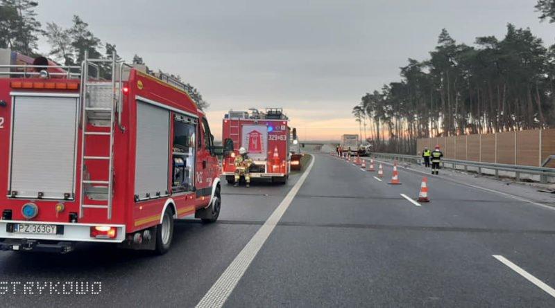 wypadek na s5 fot. osp strykowo 1 800x445 - Poznań: S5 zablokowana w Kleszczewie!