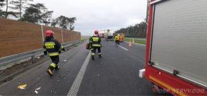 wypadek na s5 fot. osp strykowo 10 300x139 - Pierwsza śmiertelna ofiara na trasie S5. Szczegóły wypadku ustala policja