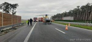 wypadek na s5 fot. osp strykowo 12 300x139 - Pierwsza śmiertelna ofiara na trasie S5. Szczegóły wypadku ustala policja