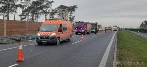 wypadek na s5 fot. osp strykowo 2 300x137 - Pierwsza śmiertelna ofiara na trasie S5. Szczegóły wypadku ustala policja