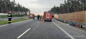 wypadek na s5 fot. osp strykowo 3 300x136 - Pierwsza śmiertelna ofiara na trasie S5. Szczegóły wypadku ustala policja