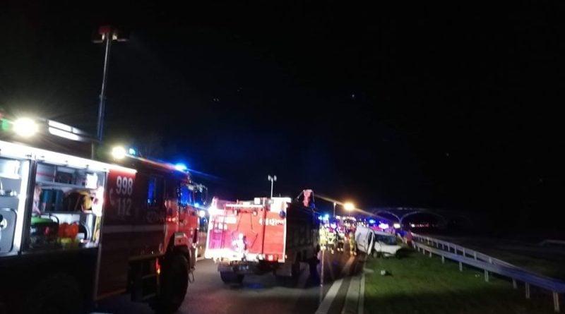 wypadek s5 2 fot. osp modliszewo 800x445 - Gniezno: Wypadki w Cotoniu - nieostrożność kierowców czy złe oznakowanie?