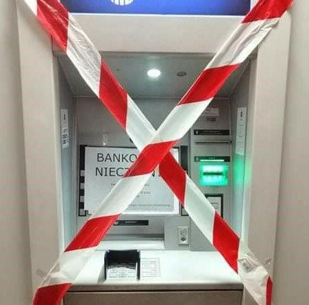 bankomat 2 fot. extinction rebellion 451x445 - Poznań: Aktywiści Extinction Rebellion zakleili bankomaty. Za finansowanie inwestycji węglowych