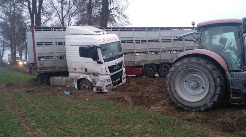 ciężarówka zablokowała drogę fot. OSP Osieczna (4)