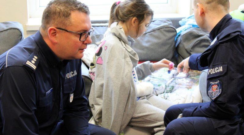 cwr swoboda 4 fot. policja 800x445 - Poznań: Policjanci odwiedzili dzieci. Z prezentami