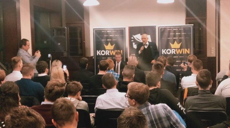 janusz korwin mikke 2 800x445 - Poznań: Konfederacja przedstawiła dwóch kandydatów na prezydenta RP