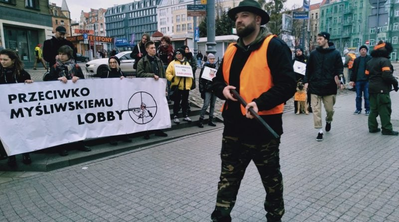 lex ardanowski protest poznan 3 800x445 - Poznań: Lasy wolne od myśliwych!
