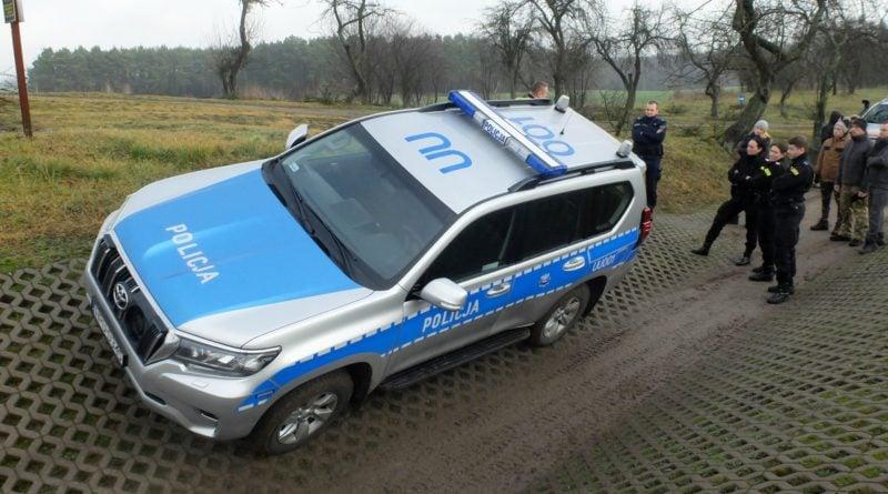 nowe samochody 3 fot. policja 800x445 - Poznań: Nowe samochody dla policji wodnej