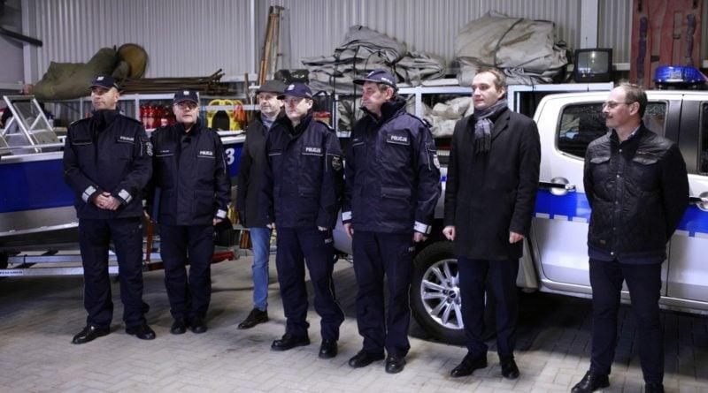 nowy sprzet od miasta 1 fot. policja 800x445 - Poznań: Policyjni wodniacy mają nowy sprzęt. Od władz miasta