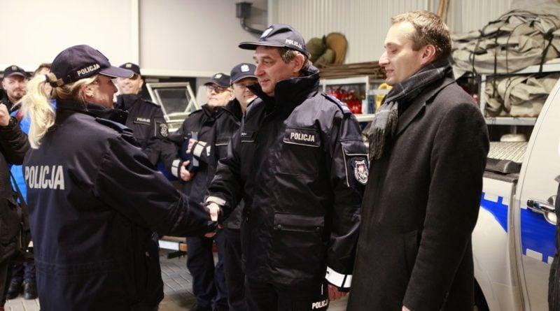 nowy sprzet od miasta 2 fot. policja 800x445 - Poznań: Policyjni wodniacy mają nowy sprzęt. Od władz miasta