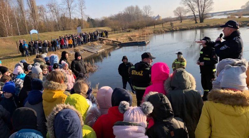 ratowanie na lodzie 2 fot. policja 800x445 - Koło: Pokaz ratownictwa na wodzie - i na lodzie