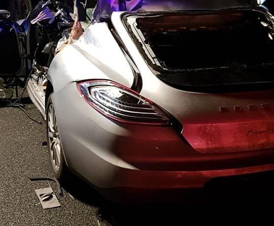 wypadek 3a2 fot. policja 540x445 - Konin: Porsche wbiło się w tył ciężarówki na A2