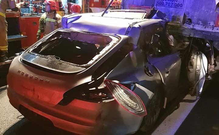wypadek a2 fot. policja 720x445 - Konin: Porsche wbiło się w tył ciężarówki na A2