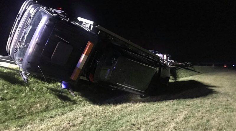 wypadek fot. osp wasowo 800x445 - Wąsowo: Ciężarówka z bentleyami przewróciła się na A2
