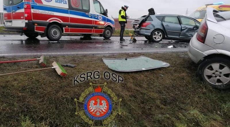 wypadek fot. osp wegierki 800x445 - Gniezno: Zderzenie trzech samochodów
