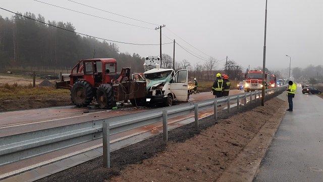wypadek okonek 2 fot. psp - Okonek: Zderzenie dwóch samochodów. Dwie osoby zostały ranne