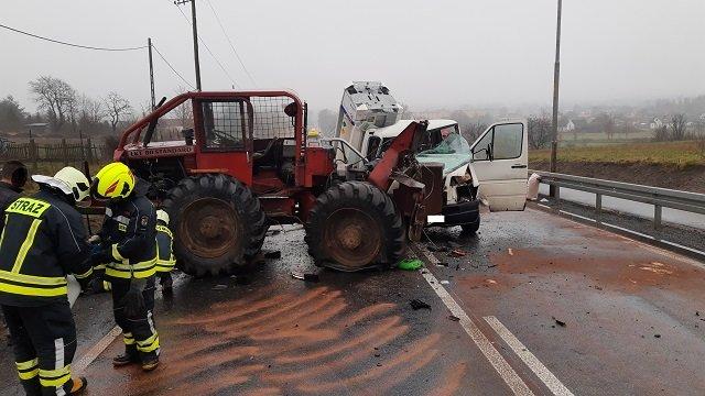 wypadek okonek 3 fot. psp - Okonek: Zderzenie dwóch samochodów. Dwie osoby zostały ranne