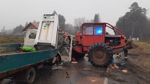 wypadek okonek 4 fot. psp - Okonek: Zderzenie dwóch samochodów. Dwie osoby zostały ranne