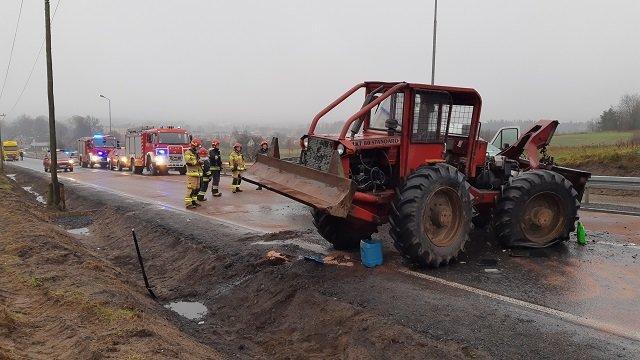 wypadek okonek 5 fot. psp - Okonek: Zderzenie dwóch samochodów. Dwie osoby zostały ranne