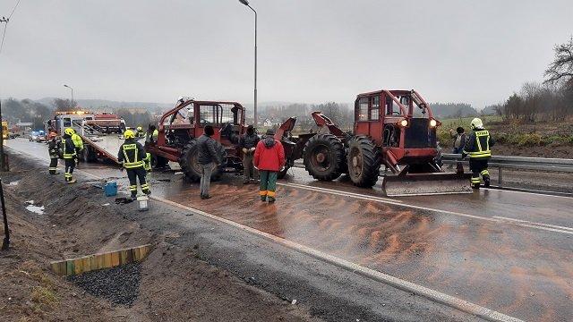 wypadek okonek 6 fot. psp - Okonek: Zderzenie dwóch samochodów. Dwie osoby zostały ranne