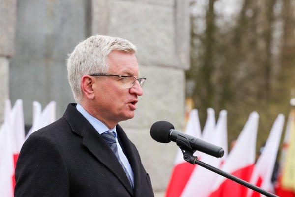 bitwa o poznan 11 skladanie kwiatow fot. s. wachala - Poznań: Prezydent złożył kwiaty przed pomnikiem na Cytadeli