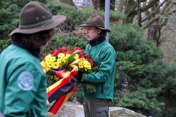 bitwa o poznan 15 skladanie kwiatow fot. s. wachala - Poznań: Prezydent złożył kwiaty przed pomnikiem na Cytadeli