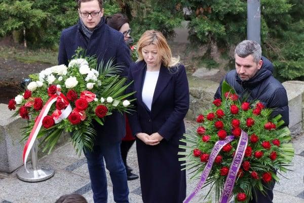 bitwa o poznan 16 skladanie kwiatow fot. s. wachala - Poznań: Prezydent złożył kwiaty przed pomnikiem na Cytadeli