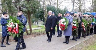 bitwa o poznan 21 skladanie kwiatow fot. s. wachala 390x205 - Poznań: Prezydent złożył kwiaty przed pomnikiem na Cytadeli