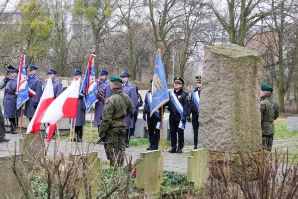 bitwa o poznan 22skladanie kwiatow fot. s. wachala - Poznań: Prezydent złożył kwiaty przed pomnikiem na Cytadeli