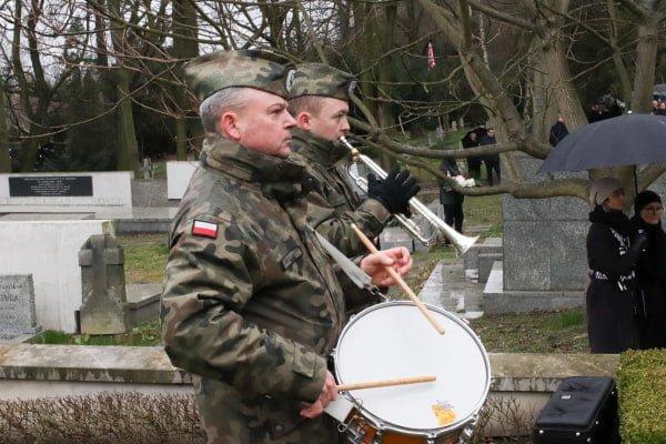 bitwa o poznan 28 skladanie kwiatow fot. s. wachala - Poznań: Prezydent złożył kwiaty przed pomnikiem na Cytadeli