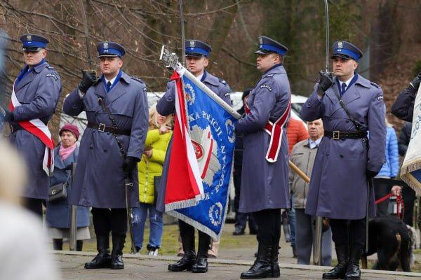 bitwa o poznan 3 skladanie kwiatow fot. s. wachala - Poznań: Prezydent złożył kwiaty przed pomnikiem na Cytadeli