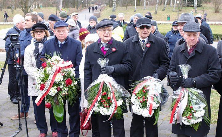 bitwa o poznan 6 skladanie kwiatow fot. s. wachala 720x445 - Poznań: Prezydent złożył kwiaty przed pomnikiem na Cytadeli