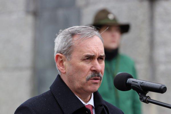 bitwa o poznan 8 skladanie kwiatow fot. s. wachala - Poznań: Prezydent złożył kwiaty przed pomnikiem na Cytadeli