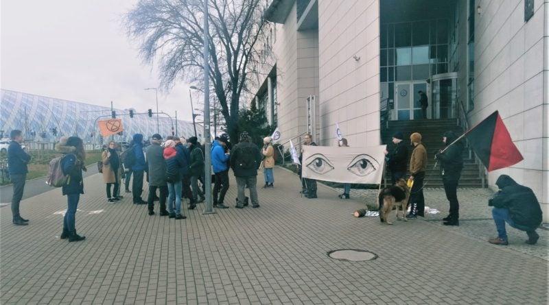 demonstracja w sprawie drzew 2 800x445 - Poznań: Społecznicy demonstrowali w obronie drzew. przed Atanerem