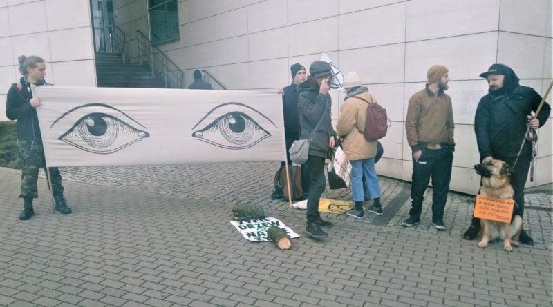 demonstracja w sprawie drzew 4 800x445 - Poznań: Społecznicy demonstrowali w obronie drzew. przed Atanerem