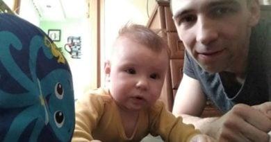 Dominik z córeczką