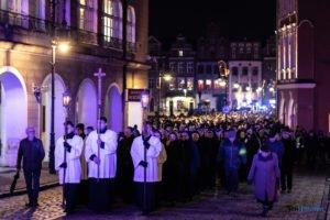 droga krzyzowa fot. slawek wachala 9663 300x200 - Poznań: Przez centrum miasta przeszła Centralna Droga Krzyżowa