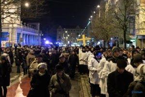droga krzyzowa fot. slawek wachala 9751 300x200 - Poznań: Przez centrum miasta przeszła Centralna Droga Krzyżowa