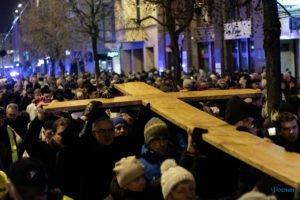 droga krzyzowa fot. slawek wachala 9758 300x200 - Poznań: Przez centrum miasta przeszła Centralna Droga Krzyżowa