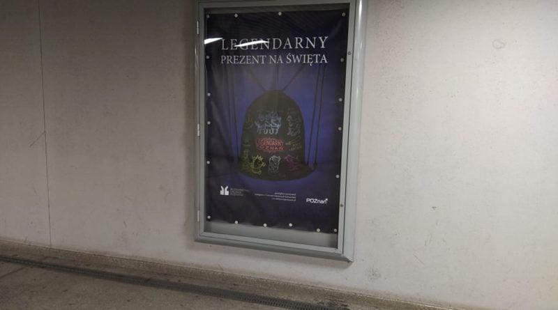 """Poznań: """"Brudno, grzyb i śmierdzi"""". Przystanki na Dworcu Zachodnim są w fatalnym stanie"""