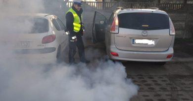 kontrola 1 fot. policja 390x205 - Szamotuły: Kontrole jakości spalin w Międzychodzie