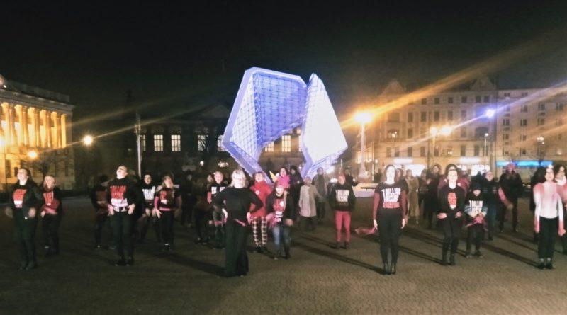 nazywam sie miliard 2020 3 800x445 - Poznań: Dziewczyny zatańczyły przeciwko gwałtom