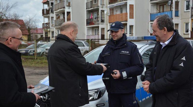nowe radiowozy 4 fot. policja 800x445 - Konin: Policjanci z Goliny i Konina mają nowe samochody