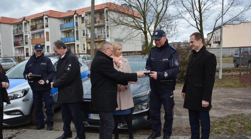 nowe radiowozy 5 fot. policja 800x445 - Konin: Policjanci z Goliny i Konina mają nowe samochody