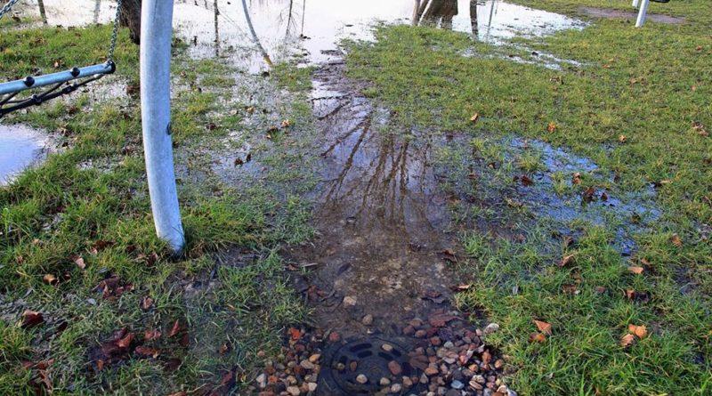 park rataje w poznaniu 3 fot. fb 800x445 - Poznań: Park Rataje pod wodą. Znowu! Mieszkańcy są oburzeni
