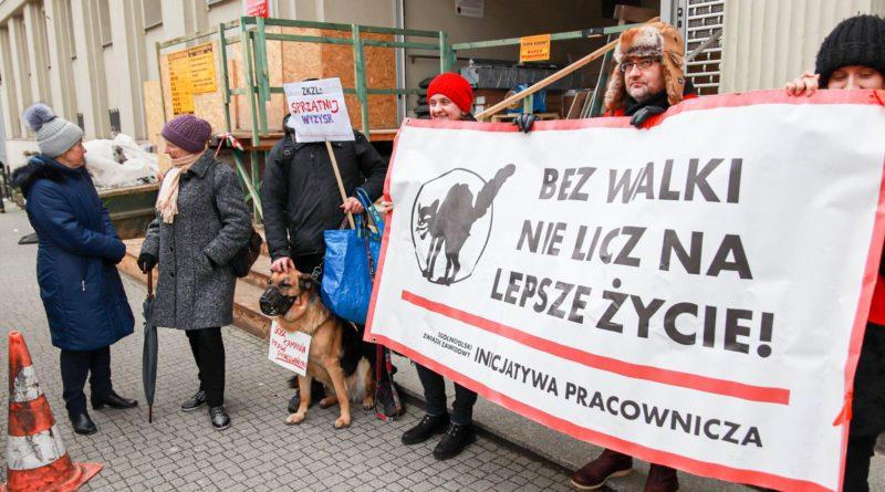 pikieta 4 fot. slawek wachala 800x445 - Poznań: Portierzy i portierki pikietowali przed sądem. Nadal nie dostali wynagrodzeń