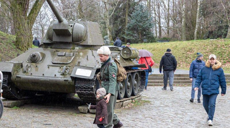 piknik militarny 1945 muzeum uzbrojenia fot. slawek wachala 8158 800x445 - Poznań: Czołgi i sztuka, czyli nowa wystawa w Muzeum Uzbrojenia
